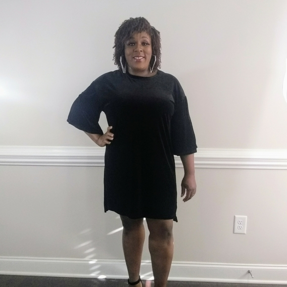Dresses & Skirts - ❤️SALE Velvet tunic dress with bell sleeves